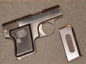 Vue de la face droite du pistolet Bernardelli Baby 6,35 Browning