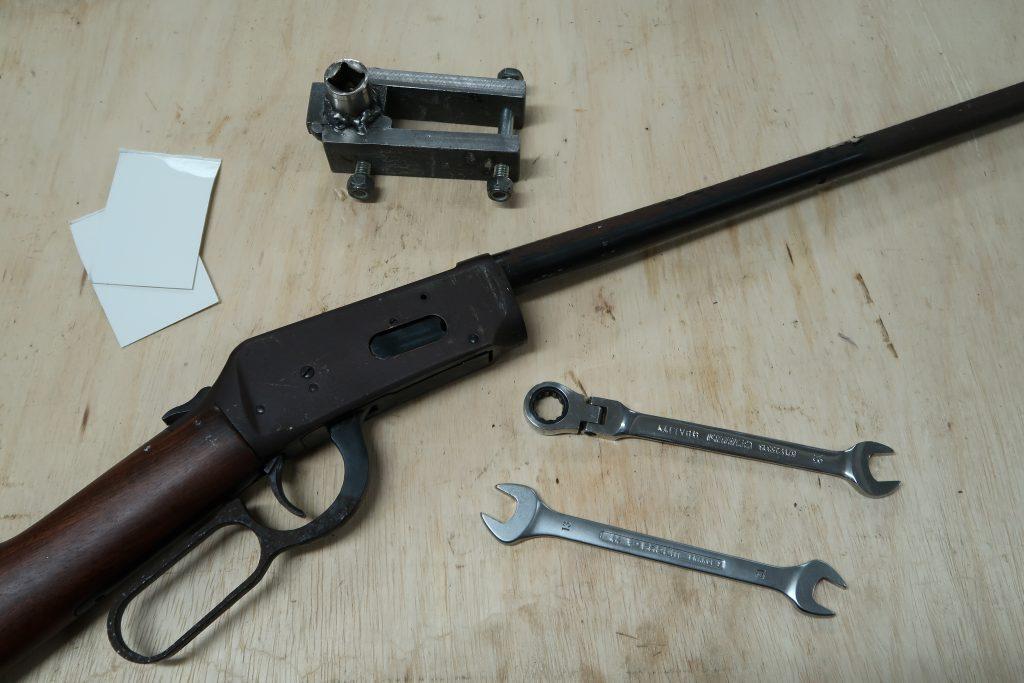 Winchester 94, les outils pour le démontage du canon.