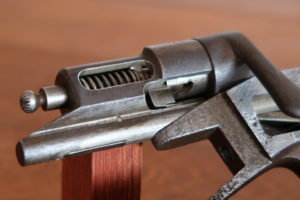 Le mécanisme de percussion de la carabine Manufrance Buffalo.