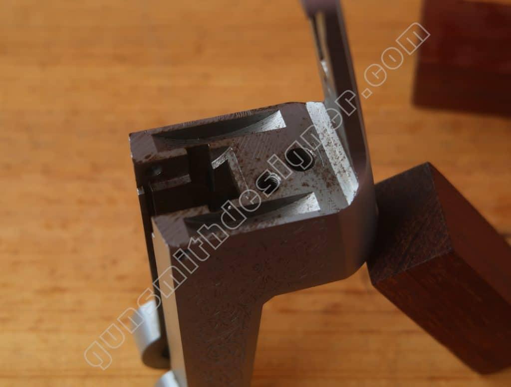 La face arrière de la bascule du mécanisme Pedretti.