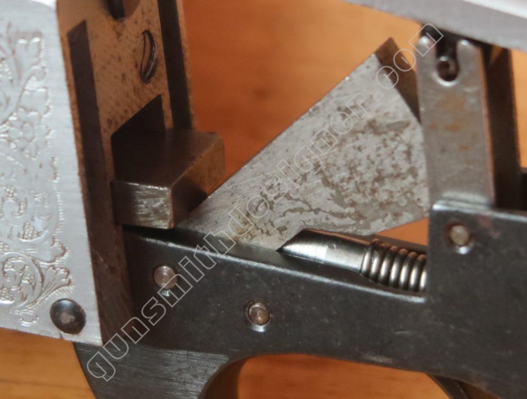 L'armement du marteau du mécanisme du Pedretti.